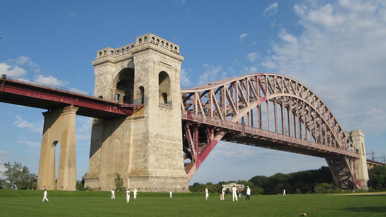Hell_Gate_Bridge_cricket