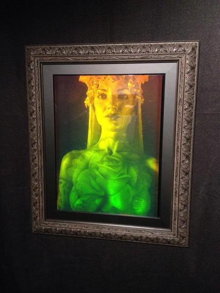 hologram_grande