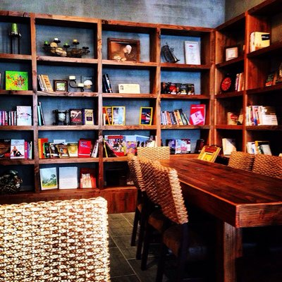 The interior of the Sunnyside Cafe Benne